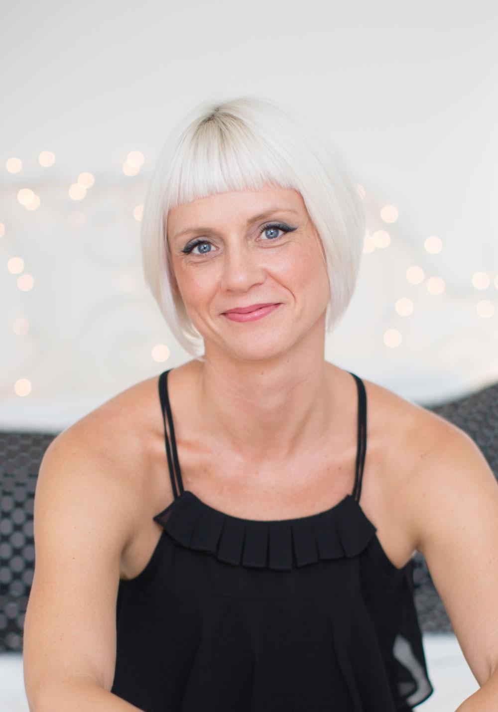 Dr Lisa Lavoiie